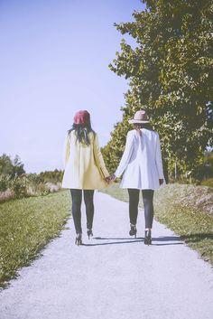 #photographie #soeur #portrait #vintage #couleur Charlotte, Raincoat, Portrait, Jackets, Vintage, Dresses, Fashion, Photography, Color