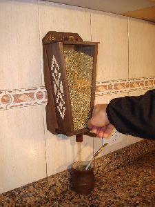 Madera: DISPENCER DE YERBA./.YERBERO por barbazul Love Mate, Coin Café, Yerba Mate Tea, Loose Leaf Tea, Cafe Design, Ants, Wood Projects, Sweet Home, Retro