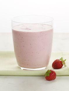 Chobani Yogurt -Berry Banana Smoothie - Chobani Yogurt (Calories 160, Calories from Fat 5, Total Fat 0g, Saturated Fat 0g, Trans Fat 0g, Cholesterol 0mg, Sodium 0mg, Total Carbohydrate 30g, Dietary Fiber 4g, Sugars 21g, Protein 10g)