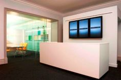 Office reception interior design – reception area. Really digg the screens. A good option for modernising a long-established reputation