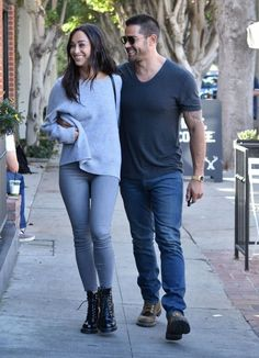 Jesse Metcalfe Photos Photos - Couple Cara Santana and Jesse Metcalfe are spotted out and about in West Hollywood, California on October 14, 2016. - Cara Santana and Jesse Metcalfe Head Out and About in West Hollywood
