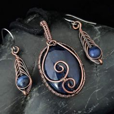 This beautiful matching jewellery set consists of a stunning copper wire wrapped pendant & matching earrings featuring Sodalite. To create the pendant I have woven copper wire around the edge of a cabochon, & finished it off with hammer. Antique Copper, Copper Wire, Ombre Yarn, Woven Wrap, Wire Weaving, Copper Color, Beautiful Gifts, Wire Wrapped Pendant, Organza Bags