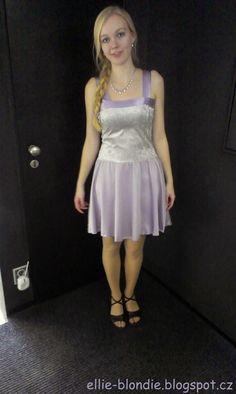 Po upravení ramínek ideální šaty do tanečních.