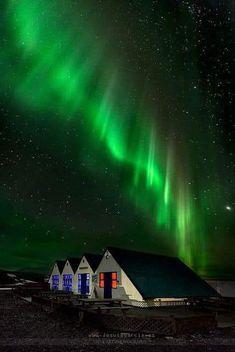 Beautiful Sky, Beautiful Places, Amazing Places, Northen Lights, Iceland Travel, Natural Phenomena, Belle Photo, Amazing Nature, Night Skies