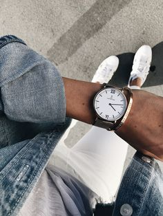 A real eye-catcher: this rose gold Campina watch with classic white dial and rose-colored mesh band. Daily Fashion, Mens Fashion, Kapten & Son, Hair Jewels, Minimalist Shoes, Mesh Band, Classy Casual, Classic White, White Sneakers