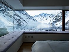 Wow, this bedroom to see the snowy mountains from the windows is beautiful.