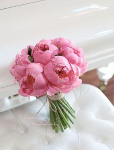 bridal bouquet with soft pink peonies Букет невесты с роскошных нежно-розовых пионов http://lflowersstudio.com/