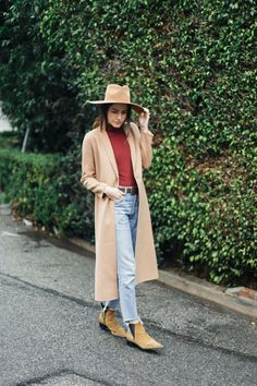 Camel coat, jeans and boots - easy rainy day outfit in LA #style