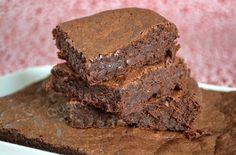 """Le vrai titre de cette recette c'est """"LE gâteau au chocolat très fondant et très chocolaté qui va vous faire oublier les autres """", et c'est Marcia qui nous l'affirme. Et comme je ne crois que ce que je vois, il a bien fallu que je me dévoue et que je..."""