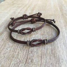Simple Bracelet Couple Bracelets His and her Bracelet by Fanfarria - Jewelery Bracelet Couple, Couple Jewelry, Leather Jewelry, Beaded Jewelry, Handmade Jewelry, Leather Cord, Brown Leather, Leather Bracelets, Women's Jewelry