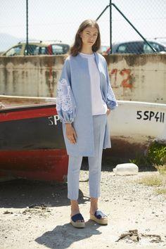 2019 Casual Fashion Trends For Women - Fashion Trends Abaya Mode, Mode Hijab, Abaya Fashion, Muslim Fashion, Chic Outfits, Fashion Outfits, Fashion Trends, Mode Kimono, Girl Fashion