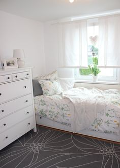 Our guest room. Ikea HEMNES DAYBED and STRANDKRYPA duvet cover. Love it :D