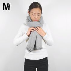 Source by outfits korean Scarf Knots, Diy Scarf, Ways To Wear A Scarf, How To Wear Scarves, Mode Outfits, Fashion Outfits, Fashion Tips, Korean Winter Outfits, Poncho