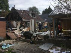 De schade aan de achterkant van de woning.
