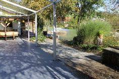 Fest installierter dunkelgrauer Zeltboden EXPO-tent im Garten einer Gastronomie