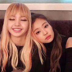 ❥ Lisa & Jennie (BLACKPINK) ❥ ☞[@jilliantheasian]