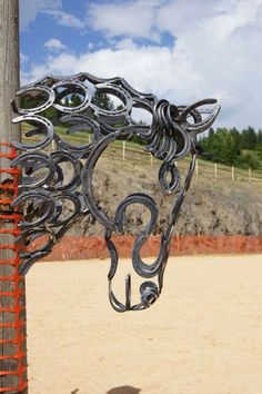 Gentle awesome metal welding projects Like us Horseshoe Projects, Horseshoe Crafts, Horseshoe Art, Metal Projects, Welding Projects, Metal Crafts, Horseshoe Wreath, Horseshoe Ideas, Blacksmith Projects