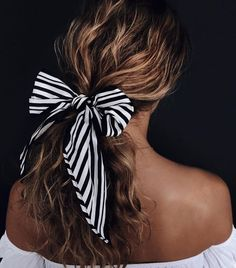 Wedding Hairstyles For Long Hair easy hairstyles for long hair: bandana bow - If you're after quick and easy hairstyles for long hair then you're in the right place because we've found 15 ideas that you can totally re-create… Easy Hairstyles For Long Hair, Weave Hairstyles, Girl Hairstyles, Wedding Hairstyles, Hairstyles With Ribbon, Bandana Hairstyles Short, Hairstyles 2016, Trendy Hairstyles, Hairstyle Ideas