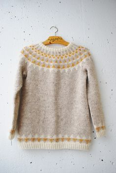 Crochet Patterns Pullover maria carlander pennant chain sweater in beautiful neutral colors + mustard yellow Crochet Pullover Pattern, Knit Crochet, Fair Isle Knitting, Hand Knitting, Punto Fair Isle, Icelandic Sweaters, How To Purl Knit, Pulls, Knitting Patterns