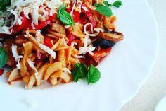Pomysły na szybkie obiady z makaronami pełnoziarnistymi Bruschetta, Curry, Ethnic Recipes, Food, Curries, Essen, Meals, Yemek, Eten