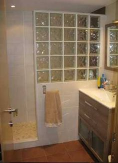 Para el ba o ventana en la ducha y mampara de vidrio casa nueva pinterest showers - Bloques de vidrio para bano ...