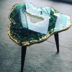 This is the first (of two) green table for my new couch… My neighbors have been here yesterday and they ordered one in… – resin crafts Table Verte, Resin Furniture, Luxury Furniture, Furniture Design, Antique Furniture, European Furniture, Wooden Furniture, Outdoor Furniture, Luxury Girl