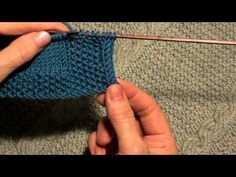 Как обработать край изделия полым шнуром (I-CORD). Traduction (les images parlent par elles-mêmes): How to handle edge products hollow cord (I-CORD). Knitting Stiches, Knitting Videos, Crochet Videos, Knitting Projects, Baby Knitting, Knitting Patterns, Crochet Patterns, Stitch Patterns, Diy Bags Purses