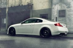 someday i'll have a white or champagne one... his&hers =)