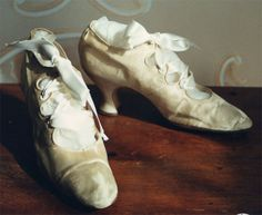 "edwardian shoes, much like Rose's ""flying"" shoes in Titanic"