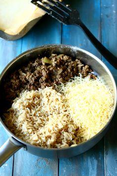 Pellillinen lihapiirakkaa, peltilihis, peltilihapiirakka - Suklaapossu Grains, Rice, Food, Meal, Essen, Hoods, Meals, Eten, Korn