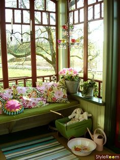 Built in porch bench and shelf, love the colors... Or I could do this color scheme in my room.
