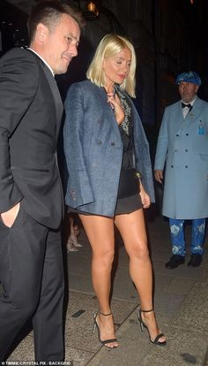 Holly Willoughby joined an array of other famous faces on Saturday night for a mutual pal's birthday soiree at Mayfair members club Annabel's. Beautiful Legs, Gorgeous Women, Beautiful Outfits, Sexy Outfits, Stylish Outfits, Tv Girls, I Love Girls, Holly Willoughby Feet, Talons Sexy