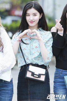 Pledis Girlz, Kpop Fashion, Womens Fashion, Hunny Bunny, Jung Hyun, Girl Group, Actors & Actresses, Idol, Hair Beauty