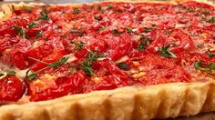 La tarte est garnie de fines herbes Pepperoni, Bruschetta, Risotto, Salsa, Brunch, Appetizers, Pizza, Canada, Ethnic Recipes