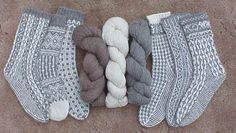 long list of sock knitting patterns and they're all free! Have you ever knitted socks before? If not, there's a great tutorial that [. Crochet Socks, Knitted Slippers, Knit Or Crochet, Knit Socks, Knitting Stitches, Knitting Socks, Free Knitting, Yarn Projects, Knitting Projects