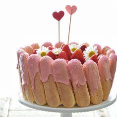 Ecco la torta perfetta per festeggiare la mamma: non ha bisogno di cottura, è super golosa e bellissima. Bimbi all'opera, magari insieme ai papà!