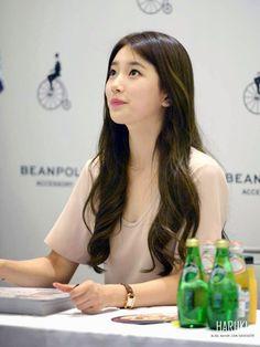 Bae Suzy: Cute Korean Girl BAE SUZY Bean Pole Fansign Bae Suzy, Korean Beauty, Asian Beauty, Instyle Magazine, Cosmopolitan Magazine, Cute Korean Girl, Korean Actresses, Dream Hair, Korean Celebrities