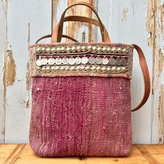"Kilim bag - Boho bag - Shoulderbag - Tote bag - Tribal bag - Carpet bag ""Choosing the right fabric is the first step to your sewing proj. Tribal Bags, Carpet Bag, Embroidery Bags, Creation Couture, Kids Bags, Sisal, Handmade Bags, Purses And Handbags, Fashion Bags"