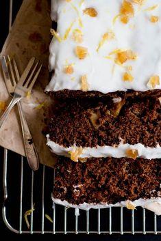 Fresh ginger, molasses & apple loaf cake #desserts #applecake