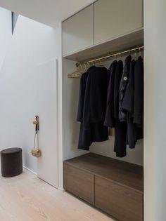 Design Room, House Design, Entry Bench, Entry Foyer, Large Furniture, Design Furniture, Industrial Bench, Small Kitchen Organization, Wire Storage