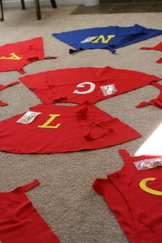 Great ideas --- Super Hero Party Ideas Capes, Decorations and more
