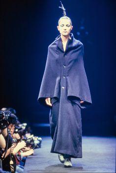 Comme des Garçons Fall 1995 Ready-to-Wear Collection Photos - Vogue
