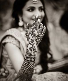 The bride on her Mehendi Day.// Lovely henna art for the brides. The parrot design Latest Bridal Mehndi Designs, Wedding Mehndi Designs, Unique Mehndi Designs, Wedding Henna, Mehandi Designs Images, Mehndi Design Pictures, Mehndi Images, Art Designs, Mehendi Photography