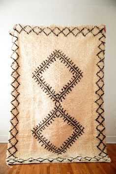 THE BOW-TIE FIGHTER vintage berber moroccan rug – Coco Carpets