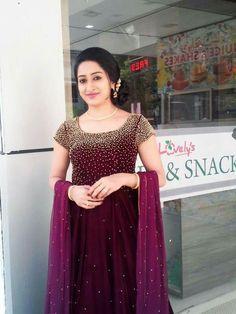 Beautiful Indian Gowns Dresses, Pakistani Dresses, Indian Outfits, Bridal Dresses, Bridal Sarees, Prom Dresses, Kerala Engagement Dress, Engagement Dresses, Stylish Dresses