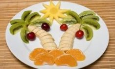 For kids -- and parents -- who love to play with food, this fun fruity tropical salad is a creative way to eat healthier. Healthy Fruit Desserts, Fruit Juice Recipes, Fruit Snacks, Healthy Food, Fruit Salsa, Fruit Kabobs, Smoothies With Almond Milk, Fruit Smoothies, Salads For Kids