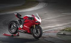 Ducati Panigale R - Born to Race
