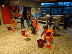 estafette rond thema afval Recyle, Preschool Lessons, Recycling Bins, Kindergarten, Teaching, Tri, Creative, Kids, Crafts