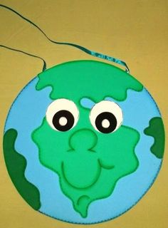 Taty Amaral Ministério Infantil Preschool Lesson Plans, Child Day, Kids Hands, Earth Day, Tweety, Activities For Kids, Recycling, Children, Projects
