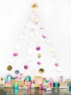 Albero di Natale da parete con dischi colorati